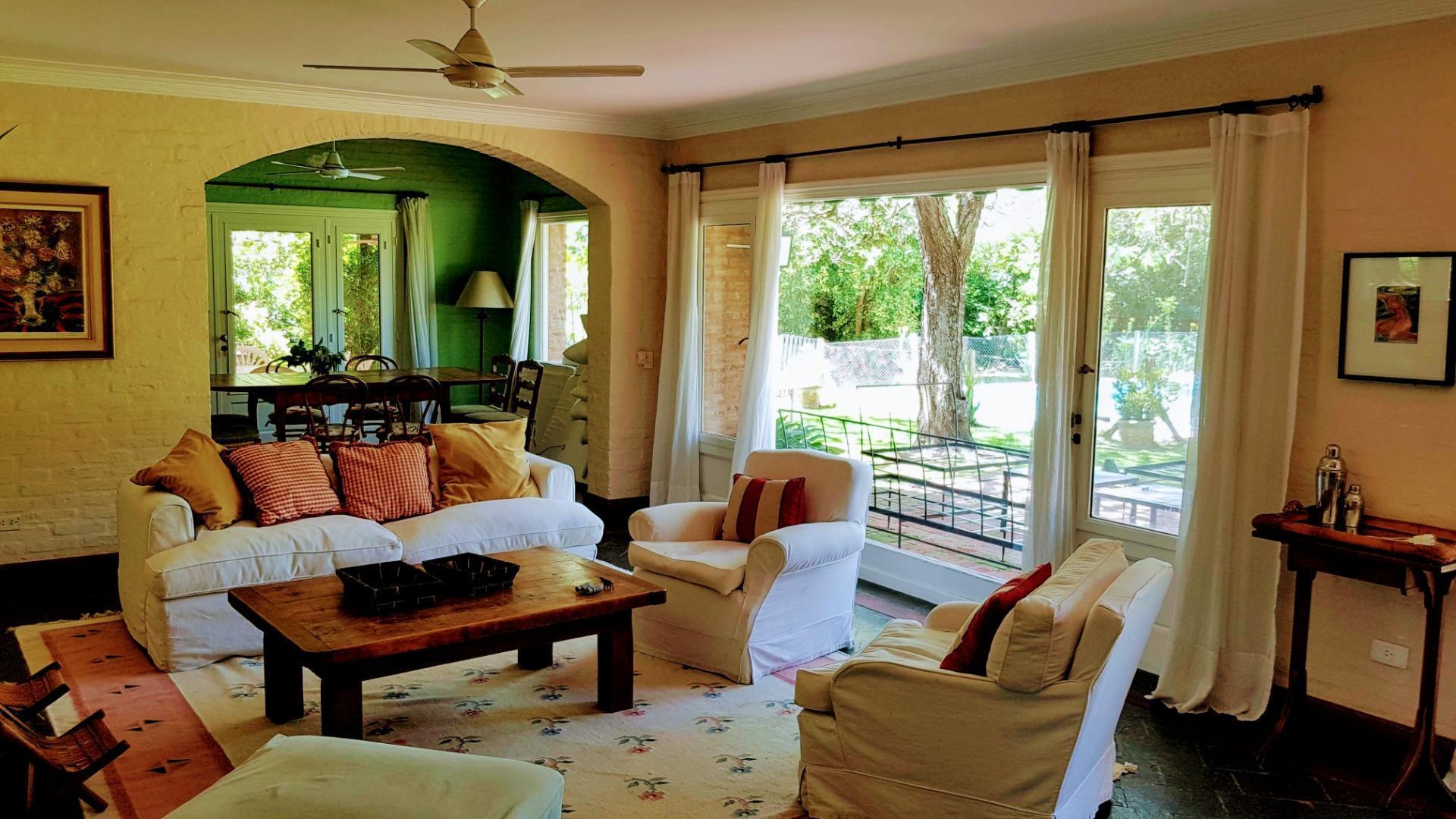 Casa en Martindale Country Club con 4 habitaciones