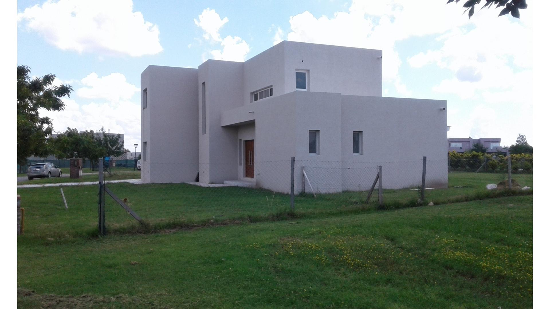 Casa en El Cantón - Barrio Golf con 3 habitaciones