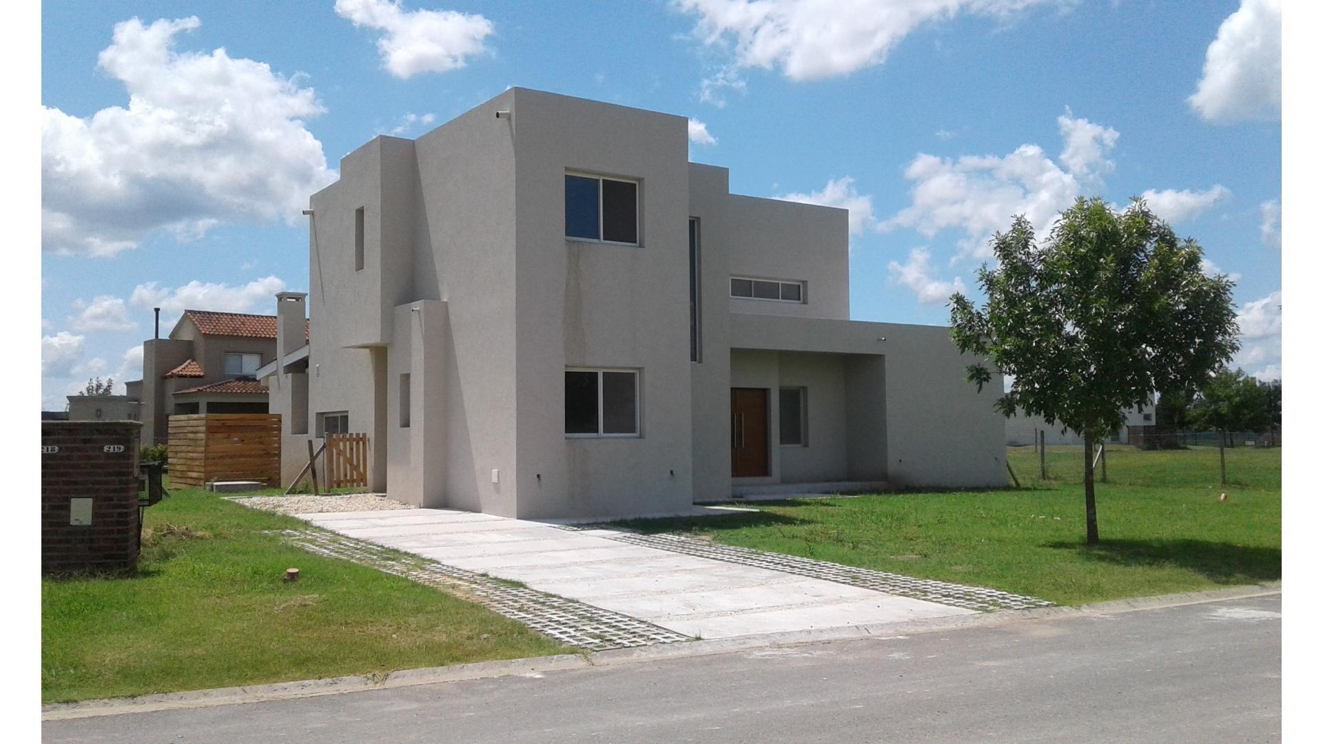 Casa en Venta en El Cantón - Barrio Golf - 4 ambientes